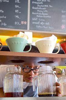 Per Hand aufgebrühter Filterkaffee
